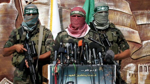 عناصر في كتائب عز الدين القسام، الجناج العسكري التابع لحركة حماس.  (Rahim Khatib/Flash90)