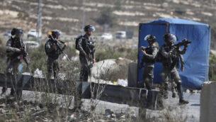 توضيحية: شرطة حرس الحدود الإسرائيلية بالقرب من مستوطنة بيت إيل بالضفة الغربية، 23 سبتمبر، 2019 (Flash90)