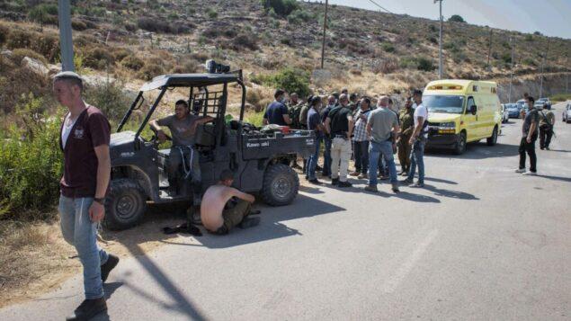 قوات الأمن الإسرائيلية في موقع شهد اشتباك بين مستوطنين وفلسطينيين بالقرب من بؤرة 'إل متان' الاستيطانية في الضفة الغربية، 5 يوليو 2020. (Sraya Diamant / Flash90)