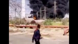 صورة من مقطع فيديو قيل إنه يظهر حريقًا ناجمًا عن انفجار في محطة للطاقة في الأهواز، إيران، 4 يوليو 2020. (Screenshot/Twitter)