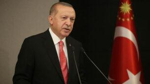 الرئيس التركي رجب طيب أرودغان يلقي كلمة خلال خطاب متلفز للأمة في إسطنبول، 11 مايو، 2020. (Presidential Press Service via AP, Pool)