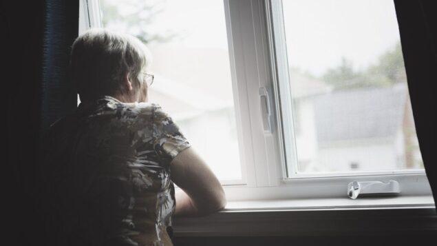 صورة توضيحية لامرأة وحيدة. (LSO photo/iStock/Getty images)