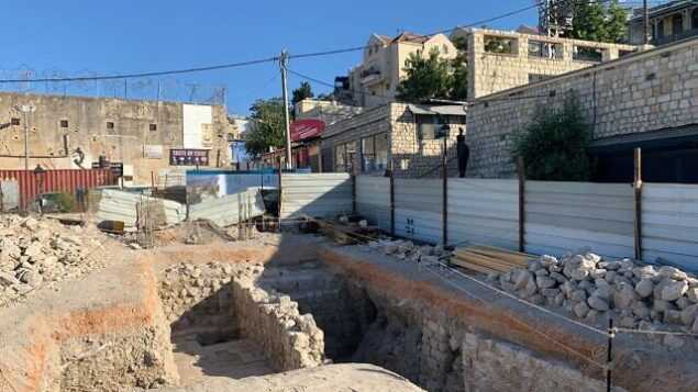 بقايا أثرية تعود إلى أربعة قرون ، تم اكتشافها في مدينة صفد الشمالية. (بلدية صفد)