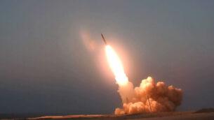 يقال إن هذه الصورة التي نشرها الموقع الرسمي لوزارة الدفاع الإيرانية يوم الخميس 20 أغسطس 2020، تظهر إطلاق صاروخ 'الشهيد حاج قاسم' في مكان مجهول في إيران. (Iranian Defense Ministry via AP)