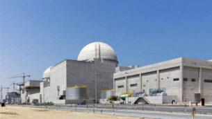 صورة غير مؤرخة نشرتها وكالة أنباء الإمارات (وام) التي تديرها دولة الإمارات، تظهر محطة بركة للطاقة النووية قيد الإنشاء في الصحراء الغربية بأبو ظبي (Arun Girija / WAM via AP، File)