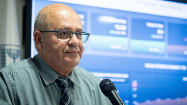 المدير العام لوزارة الصحة، بروفيسور حيزي ليفي، خلال مؤتمر صحفي عُقد في القدس حول فيروس كورونا، 13 يوليو 2020 (Yonatan Sindel/Flash90)