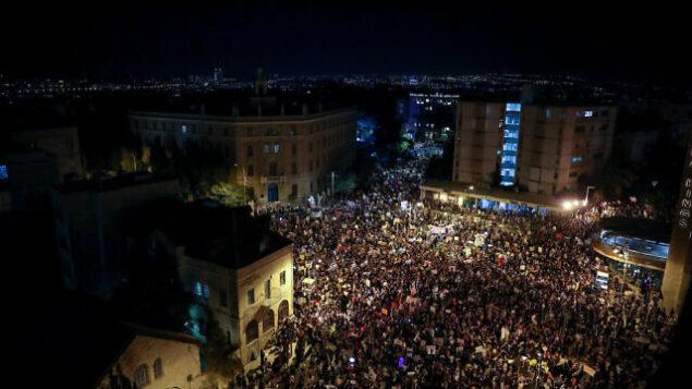 إسرائيليون يتظاهرون ضد رئيس الوزراء بنيامين نتنياهو من أمام منزله في القدس، 1 أغسطس 2020 Yonatan Sindel / Flash90