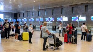 مسافرون في مطار بن غوريون، 13 اغسطس 2020 (Flash90)