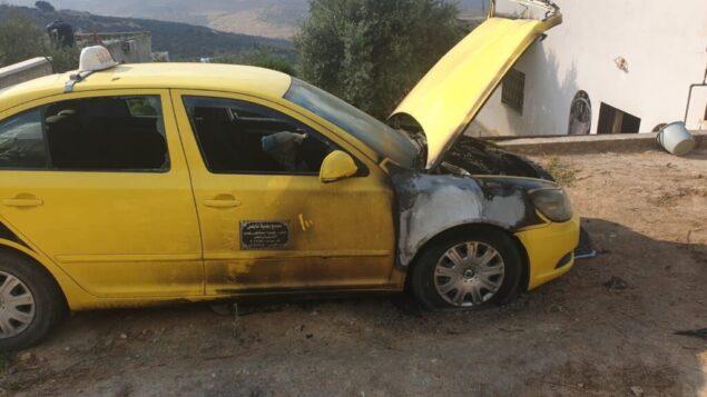 سيارة احرقت في قرية فرعتا الفلسطينية في شمال الضفة الغربية في جريمة كراهية مشتبه بها، 4 أغسطس 2020. (Fara'ata local council)