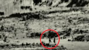 لقطات نشرها الجيش الإسرائيلي تظهر فيها خلية تضم أربعة مقاتلين يقول الجيش إنهم اجتازوا الحدود إلى داخل الأراضي الإسرائيلية لوضع عبوة ناسفة في موقع عسكري إسرائيلي غير مأهول في 2 أغسطس، 2020. (Screen capture: Israel Defense Forces )