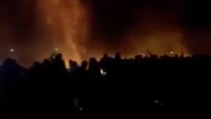 سكان غزة يتظاهرون عند الحدود مع إسرائيل، 15 أغسطس 2020 (Channel 12 screenshot)