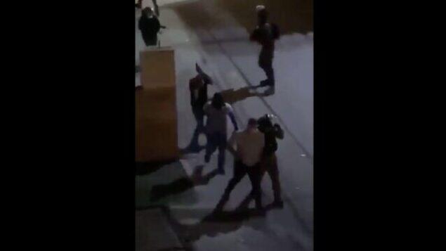 عناصر من شرطة حرس الحدود خلال مواجهات في  حي العيساوية بالقدس الشرقية، 28 أغسطس، 2020. (Screen capture: Twitter)