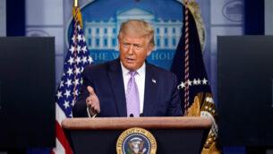 الرئيس الأمريكي دونالد ترامب يتحدث في مؤتمر صحفي في البيت الأبيض في واشنطن، 13 أغسطس، 2020. (AP Photo / Andrew Harnik)