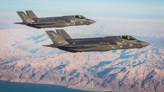 طائرات مقاتلة من سرب  إف-35 التابع لسلاح الجو الإسرائيلي، 'أسود الجنوب'، يحلق قوف جنوب إسرائيل. (IDF spokesperson)