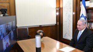 رئيس الوزراء بنيامين نتنياهو يتحدث مع قادة الجالية اليهودية في الإمارات العربية المتحدة، 20 أغسطس، 2020. (PMO)