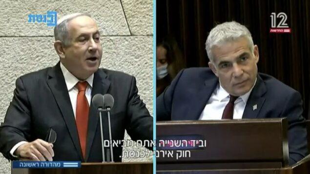 رئيس الوزراء بنيامين نتنياهو وزعيم حزب 'يش عتيد' يائير لبيد في الكنيست، 12 أغسطس 2020 (Channel 12 screenshot)