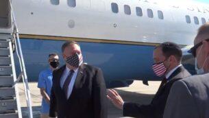 وزير الخارجية الأمريكي مايك بومبيو يغادر إسرائيل في أول رحلة جوية رسمية مباشرة من إسرائيل إلى السودان، 25 أغسطس 2020 (US Embassy Twitter screenshot)