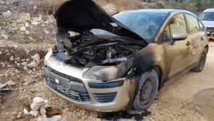 اشعال النار في سيارة عائلية في قرية عصيرة القبلية الفلسطينية بالضفة الغربية في جريمة كراهية مفترضة، 28 أغسطس، 2020. (Courtesy Yesh Din)