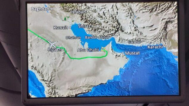 شاشة توضح مسار رحلة 'إل عال' رقم 972 من أبو ظبي إلى تل أبيب، التي عبرت فوق المملكة العربية السعودية، 1 سبتمبر 2020 (Raphael Ahren / TOI)