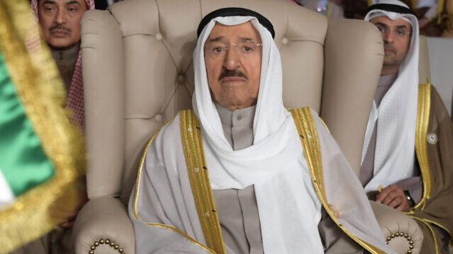 في هذه الصورة من الأرشيف بتاريخ 31 مارس 2019، يظهر أمير الكويت الشيخ صباح الأحمد الصباح خلال حضوره لافتتاح القمة العربية الثلاثين في تونس العاصمة.(Fethi Belaid/Pool Photo via AP, File)
