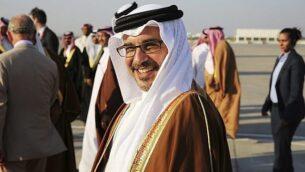 ولي عهد البحرين سلمان بن حمد بن عيسى آل خليفة أثناء لقاء الأمير تشارلز وزوجته كاميلا في المنامة، البحرين، 11 نوفمبر، 2016. (AP / Jon Gambrell)