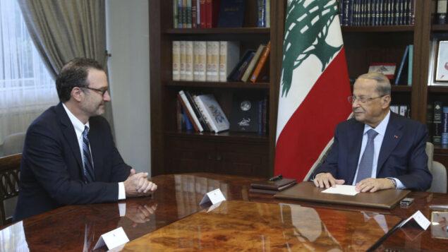 الرئيس اللبناني ميشال عون، يمين، يلتقي ديفيد شينكر، مساعد وزير الخارجية الأمريكي لشؤون الشرق الأدنى، في القصر الرئاسي في بعبدا، شرق بيروت، لبنان، 10 سبتمبر 2019 (Dalati Nohra via AP)