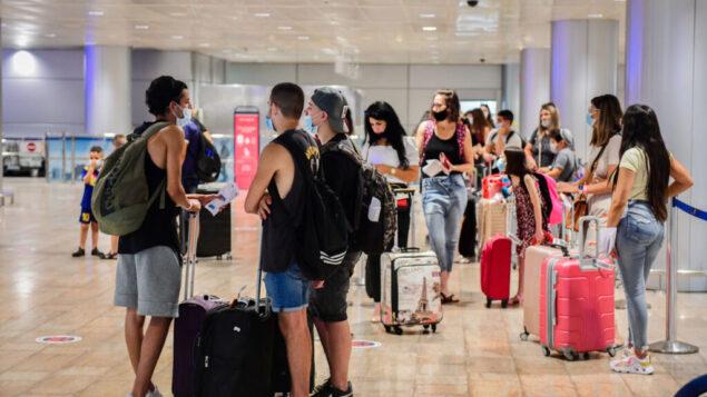 صالة المغادرة في مطار بن غوريون الدولي، 16 اغسطس 2020 (Avshalom Sassoni / Flash90)