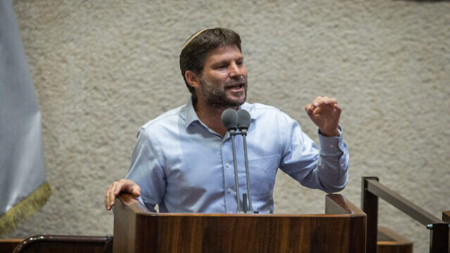 عضو الكنيست من حزب 'يمينا'، يتسلئيل سموتريتش، خلال جلسة للهيئة العامة للكنيست، 24 أغسطس، 2020. (Oren Ben Hakoon/POOL)