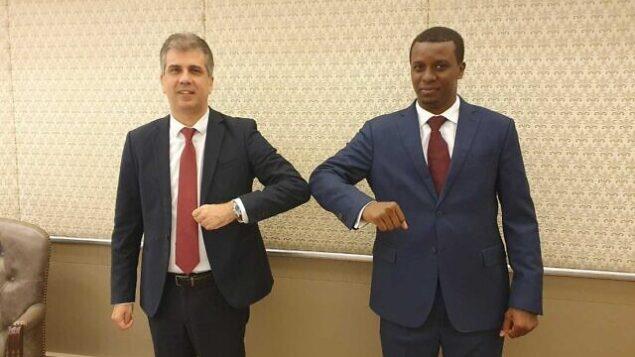 وزير المخابرات ايلي كوهين (من اليسار) ورئيس مجلس الوزراء التشادي عبد الكريم ديبي خلال اجتماع في القدس، 8 سبتمبر، 2020.(Intelligence Ministry)
