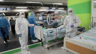 تدريب في مركز رامبام الطبي لتحويل مواقف السيارات تحت الأرض ومرافق جناح المستشفى في زمن الحرب إلى مستشفى طوارئ لأعداد كبيرة من مرضى فيروس كورونا، يوليو 2020 (Courtesy of Rambam Health Care Campus)