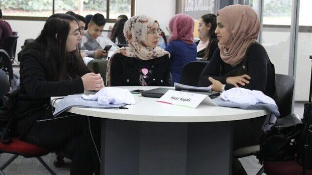 طلاب عرب يشاركون في Makeathon في 2020 في جامعة تل أبيب، الذي تنظمه منظمة 'تسوفن'.  Makeathon  هو  فعاليه تعمل فيها الفرق على بناء منتجات جديدة. (Courtesy) (Courtesy)