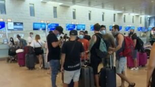 الإسرائيليون يستعدون لتسجيل الوصول لرحلاتهم في مطار بن غوريون، 19 سبتمبر 2020 (Channel 12 screenshot)