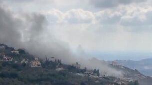 دخان يتصاعد في قرية عين قانا اللبنانية بعد انفجار غامض، 22 سبتمبر، 2020. (Twitter screen capture)