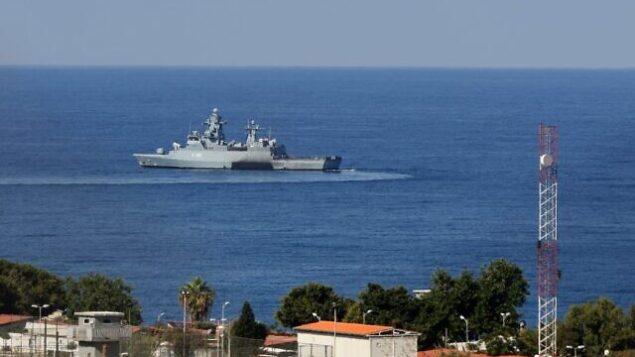 صورة لسفينة تابعة للامم المتحدة في اقصى جنوب الناقورة، بالقرب من الحدود مع اسرائيل، 14 أكتوبر، 2020. (Mahmoud ZAYYAT / AFP)