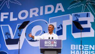 الرئيس الأمريكي السابق باراك أوباما يتحدث في تجمع لحملة بايدن وهاريس في ميامي، فلوريدا، 24 أكتوبر 2020 (CHANDAN KHANNA / AFP)