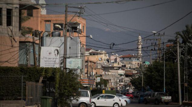 صورة للطريق الرئيسي في قرية مجد الكروم العربية الإسرائيلية، بالقرب من مدينة كرميئيل شمال إسرائيل، 8 نوفمبر، 2017. (Hadas Parush / Flash90)