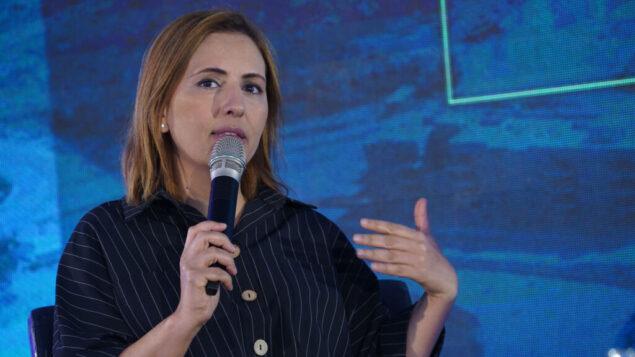 غيلا غملئيل تتحدث في مؤتمر في مستوطنة كيديم بالضفة الغربية، 5 سبتمبر 2019 (Hillel Maeir / Flash90)