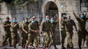 توضيحية: جنود إسرائيليون في القدس، 15 سبتمبر، 2020.(Yonatan Sindel / Flash90)