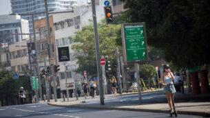 طريق خال في تل أبيب، 8 أكتوبر، 2020، خلال إغلاق عام بسبب فيروس كورونا. (Miriam Alster/Flash90)