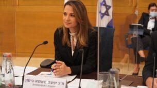 عضو الكنيست من الليكود يفعات شاشا بيطون خلال اجتماع لجنة الكورونا في الكنيست، 13 أكتوبر، 2020. (Shmulik Grossman / Knesset)