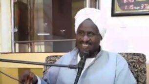 رجل الدين السوداني الشيخ عبد الرحمن حسن حامد يصدر فتوى مؤيدة للتطبيع مع إسرائيل (video screenshot)