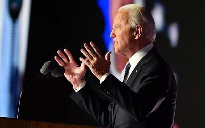 الرئيس الأمريكي المنتخب جو بايدن يلقي تصريحات في ويلمنجتون، ديلاوير، بعد إعلانه الفائز في الانتخابات الرئاسية، 7 نوفمبر 2020 (ANGELA WEISS / AFP)