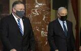 وزير الخارجية الأمريكي مايك بومبيو ورئيس الوزراء الإسرائيلي بنيامين نتنياهو يصلان للإدلاء ببيان مشترك بعد لقائهما في القدس، 19 نوفمبر 2020 (Maya Alleruzzo / POOL / AFP)