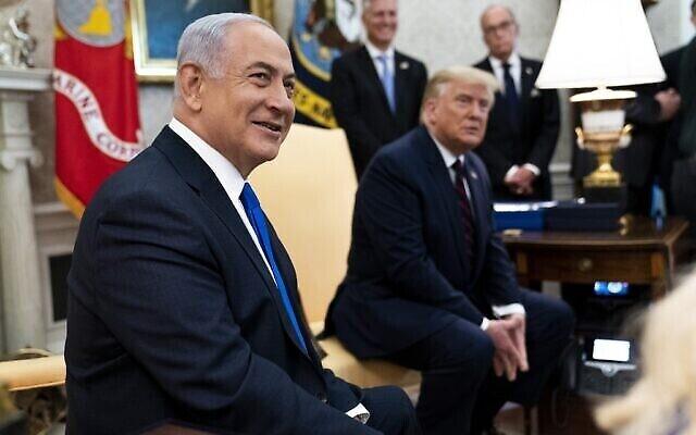الرئيس الأمريكي دونالد ترامب ورئيس الوزراء الإسرائيلي بنيامين نتنياهو في لقاء عُقد في المكتب البيضاوي للبيت الأبيض، 15 سبتمبر، 2020 في واشنطن العاصمة. (Doug Mills/Pool/Getty Images/AFP)