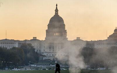 مبنى الكابيتول في واشنطن في صباح اليوم التالي ليوم الانتخابات، 4 نوفمبر، 2020. (AP Photo / J. Scott Applewhite)