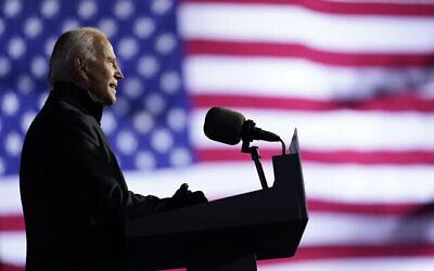 المرشح الديمقراطي للرئاسة نائب الرئيس السابق جو بايدن يتحدث في تجمع في هاينز فيلد، 2 نوفمبر 2020، في بيتسبرغ. (AP Photo / Andrew Harnik)