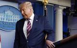 الرئيس الأمريكي دونالد ترامب يغادر بعد إلقاء كلمة في البيت الأبيض، 5 نوفمبر، 2020 ، في واشنطن.(AP Photo/Evan Vucci)