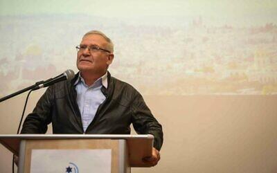 عاموس يادلين يتحدث في حدث للمجتمع الناطق بالفرنسية في مركز مناحيم بيغن التراثي، القدس، 22 فبراير 2015 (Hadas Parush / Flash90)