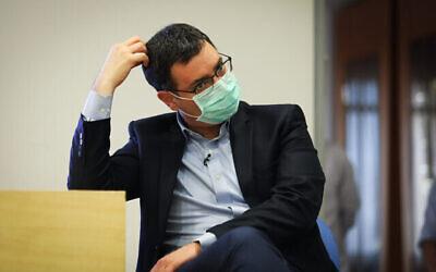 مدير عام وزارة الصحة آنذاك موشيه بار سيمان-طوف خلال مؤتمر صحفي بشأن جائحة كورونا، في وزارة الصحة في القدس، 31 مايو، 2020. (Flash90)