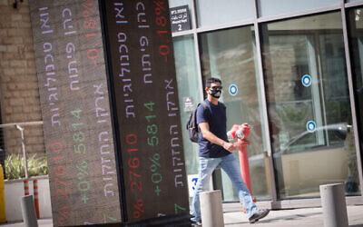 صورة للبورصة الإسرائيلية، 09 سبتمبر، 2020. (Miriam Alster / FLASH90)